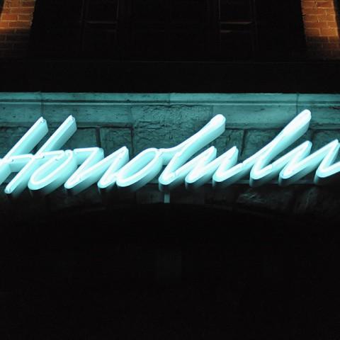 honolulu-bar-sign-james-pfaff